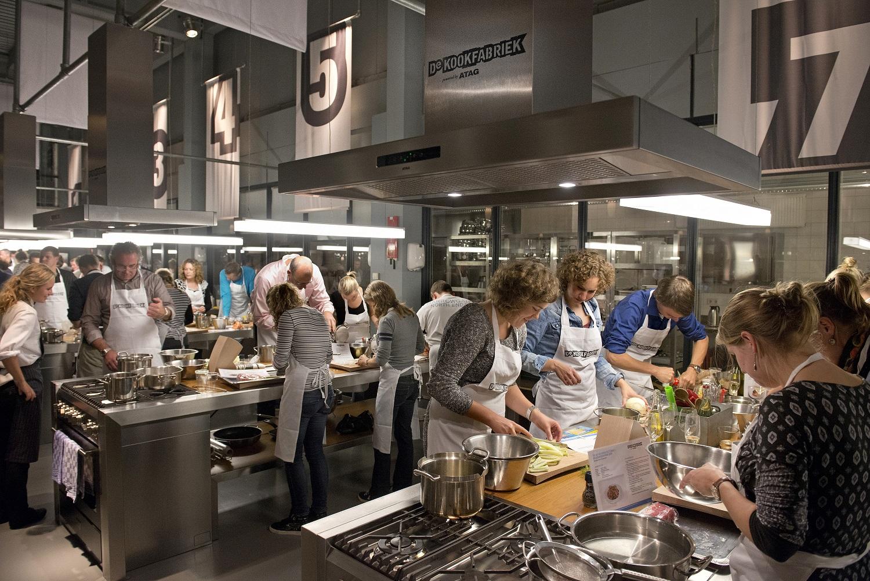 Kookfabriek voorzien van dutch design apparatuur for Woonmagazines nederland