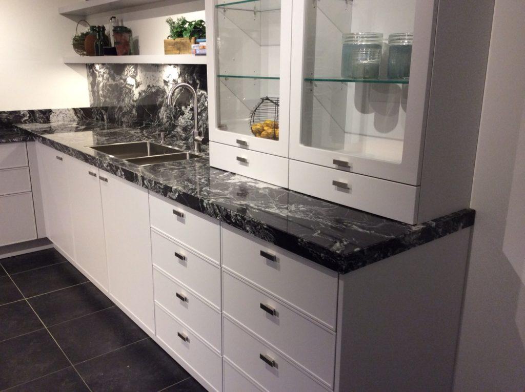 Waarom je een granieten aanrechtblad moet impregneren for Keuken marmer blad
