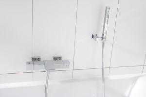 Badkamer in kleurrijk wit - Voorlichtingsburo Wonen