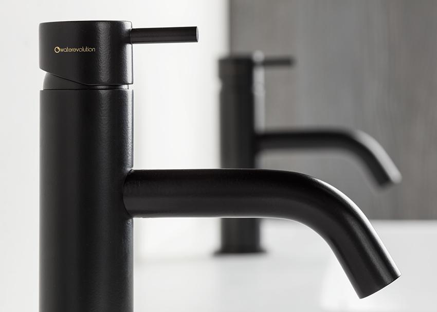Badkamer Kraan Zwart.Zwarte Badkamerkraan Met Bijbehorende Accessoires