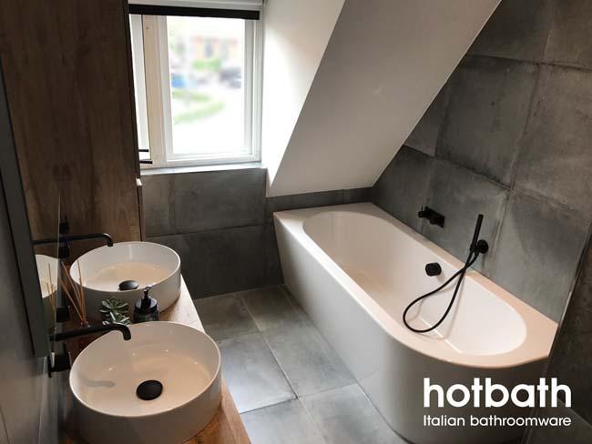 Design Badkamer Matten : Stoere badkamer met mat zwarte cobber kranen voorlichtingsburo wonen
