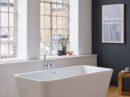 Een vrijstaand bad geeft allure aan de badkamer