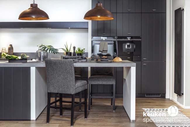 Stylingtips voor de zwarte keuken