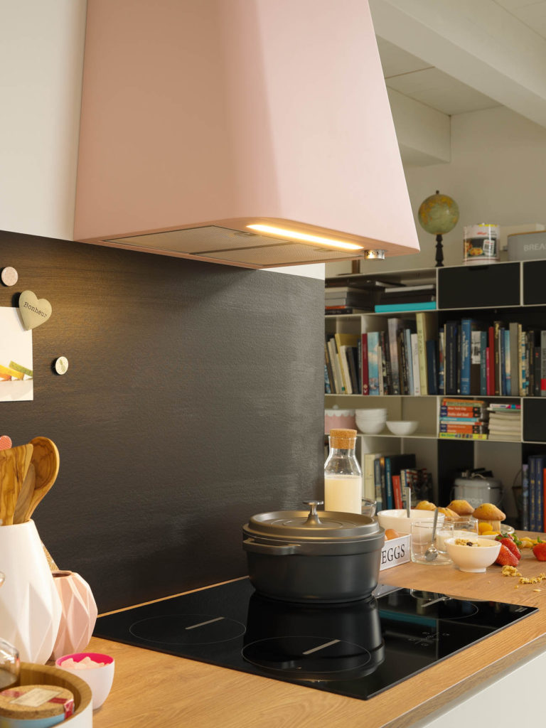 Afzuigkap verlicht de keuken
