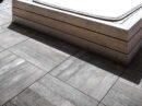 Terras van keramische tegels