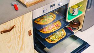 Zanussi oven met pizza's