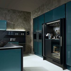 Poggenpohl: Luxe keuken met gechromatiseerde hoogglanslak