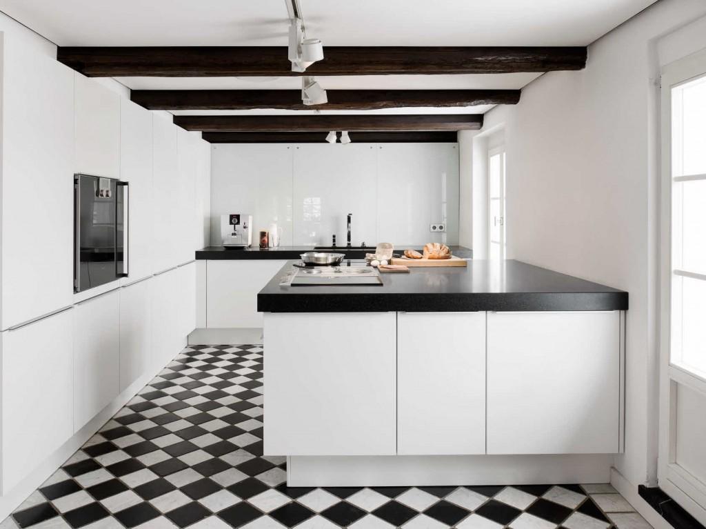 Moderne keuken in historische woning voorlichtingsburo wonen