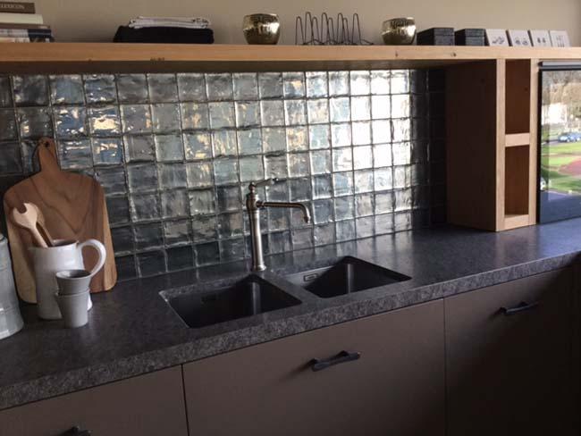 Tegels Voor Keuken.Metallic Tegels Voor De Keukenachterwand Voorlichtingsburo