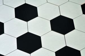 Zwart Witte Tegels : Badkamer tegels in speels zwart wit voorlichtingsburo wonen