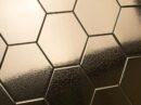 Hexagonale tegels in goud