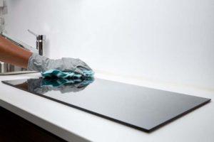 Reiniging inductiekookplaat