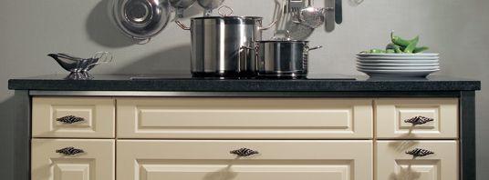 Keuken met knoppen als greep